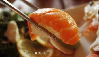 日本の寿司屋が未だに手袋をしないのってどう思う?