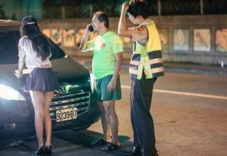 レバノン、女警察の制服にホットパンツを採用