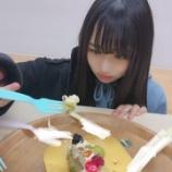 『けやき坂46佐々木美玲が撮影した、ケーキをぱくぱく食べる上村ひなのが可愛すぎる!』の画像