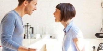 専業主婦なのにおれが家にいると必ず家事をさせようとする…メシは手抜きだし。ヒドクないか?