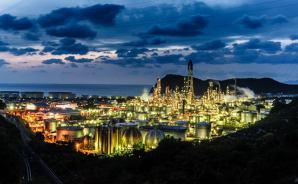 「眠らない街」工場夜景の魅力