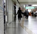 人が消えた関西の街、緊急事態宣言後初の週末