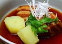 拷問官「豚角煮と一緒に白飯を食え」