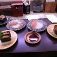 俺「ガキの頃回転寿司行く前卵かけご飯食わされてたよなw」 A「ええ…」 B「ないわ…」