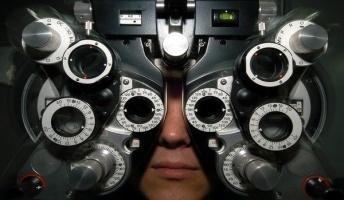 【画像】視力0.01の人が見た風景がこれ・・・