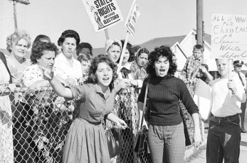 白人「お願いです!私達には人権があるのです!黒人と同じ空気を吸わせないでください!」のサムネイル画像