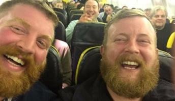 【奇跡の出会い】飛行機乗ったら隣の奴が自分と同じ顔とかビビるわあ