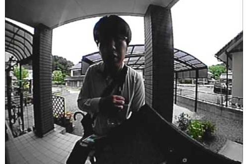 NHKの人「宅配便でーす」 ワイ「宅急便?誰からやろ・・・はーい!ガチャ」のサムネイル画像
