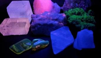 お店で買える地球の神秘!『蛍光鉱物と黒曜石を買ってきたから見てって』