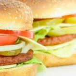 『【狂気】アメリカ人がハンバーガー買うために並んだ時間クッソワロタ』の画像