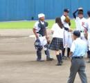 男子9人だけの高校野球部 伝令として革靴スカートの制服女子をマウンドに送る珍事に審判も困惑