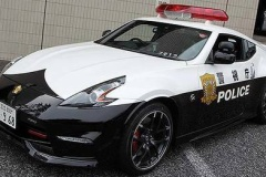 警視庁、新型パトカー「フェアレディZ NISMO」公開! 高速隊などに配備