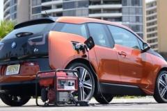 BMWのEV「i3」をホンダの発電機で充電してみた