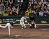 【阪神】近本、ミスターに並んだ! 内野安打で今季153安打目 猛打賞!!