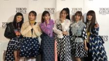 IZ*ONEメンバー&HKT48メンバーが「TGC北九州2019」の会場で写真撮影