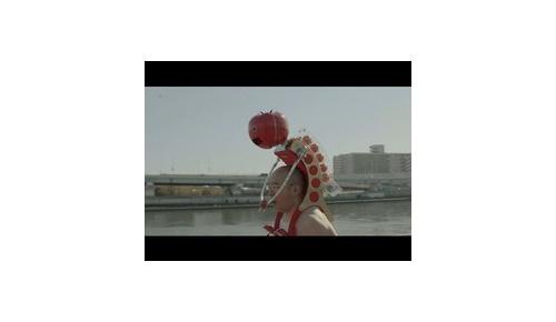【海外反応】カゴメが「ウェアラブル・トマト」 ロボットを開発、走りながらトマトを食べられる