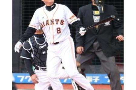 原監督 19年ぶり松井氏と3、4番もチャンスで凡退 alt=