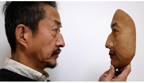 日本企業が制作した超リアルな顔面マスクに海外から驚きと心配の声が続出