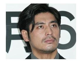 坂口憲二「モデル恋人と同棲解消」 ゲイ「おおおおおおお」