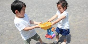 息子の幼稚園の友達がすぐ手が出てしまう。親は子供への教育以外は良い人なのだが。切るべきかどうか悩ましい…