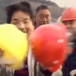 【中国】建設現場の作業員と幹部のヘルメットの強度比較をしたおっちゃん、クビになる! [海外]