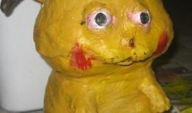 【衝撃写真】  街中にある ピカチュウ のオブジェ が 地獄絵図の状態になっている画像一覧。   海外の反応