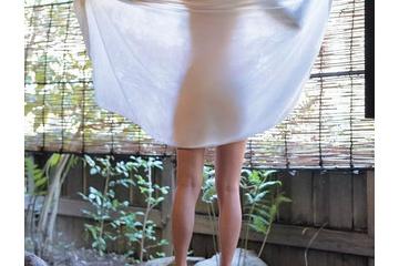 小島梨里杏の素っ裸のエロい体