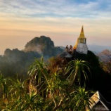 『「天空の寺院(ワット チャルーム プラキアット)』の画像