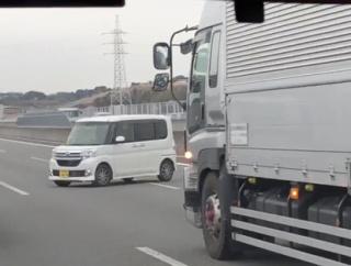 【悲報】老害さん、高速道路を逆送で爆走してしまう