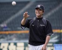 阪神2軍育成コーチに日高氏、現新井コーチは打撃へ