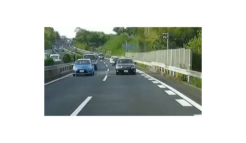 日本の覆面パトカーが煽り運転を摘発したとある映像に海外から批判続出