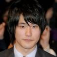 【画像】俳優 松山ケンイチさん変わり果てた姿に・・・