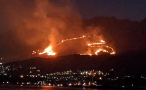 別府「扇山火祭り」の野焼き