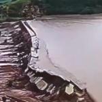 【動画】中国、南モンゴル、豪雨で増水しダムが決壊!まさに、その瞬間映像!
