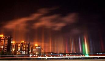 【画像】中国で世にも珍しい現象、天に向かって伸びる光の柱が観測される