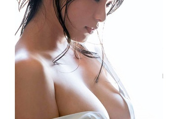 星名美津紀のノーブラで乳首見えそうなおっぱい