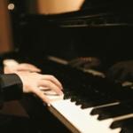 ピアノって大人から始めても弾けるようになる?