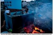 瓦礫の中に屋外風呂を作りたくましく生きる被災者 海外紙「これが日本の強さの証」 m9( ゚д゚)