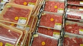 スーパーの牛肉に半額シールを貼って買った男を逮捕