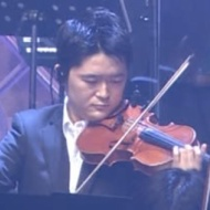 バイオリニスト 宮崎司氏「生理的に受け付けないAKBの後ろで弾く」 アイドルファンマスター