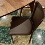 『イタリアのFrag社のMalvinaサイドチェアをカヤ工房のネイルテーブルにセット』の画像