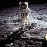 アポロの月面着陸は捏造って疑惑があるやん 今の超高性能カメラ使えば…