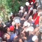 【動画】中国、無料炊き出しにお椀を持って群がる住民たち!「早く食わせろ~!」
