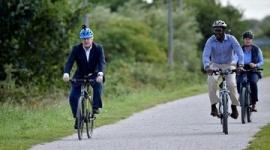 【英国】ジョンソン首相「家にいて」呼び掛け中にサイクリングして批判
