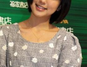パンチラ女優の真野恵里菜がカレンダー発売記念握手会