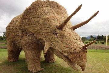 海外「これだから日本人は」藁で作った恐竜が精巧過ぎると海外で話題