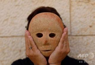 【画像】9000年前の石の仮面が発見される!!!!