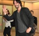キアヌ・リーブス、2年ぶりに来日 「また日本に来られて最高の気分だ。とても幸せだよ!」空港でファンと交流