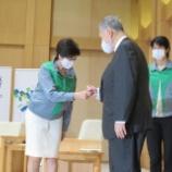 『【東京五輪】再選小池知事が森会長と対面、グータッチ交わす』の画像