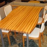 『桜材を使ったウェーブテーブル』の画像